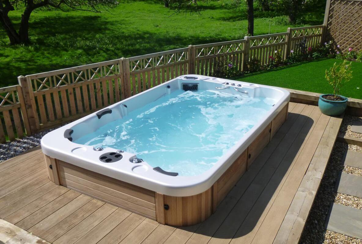 What is a swimming pool hot tub hot tubs ontario for Spa swimming pool