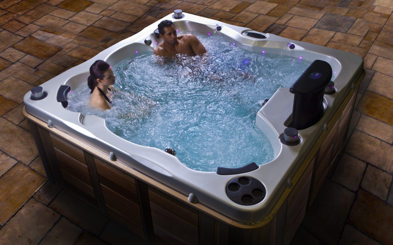 What is the Best Hot Tub for Canadian Winters? | Hot Tubs Ontario